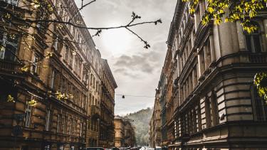 lakások, utca eső és napfény