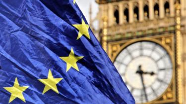 Leminősíthetik Nagy-Britanniát, ha nő a rendezetlen Brexit esélye