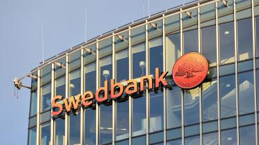 Lemond a pénzmosási botrányba keveredett Swedbank elnöke
