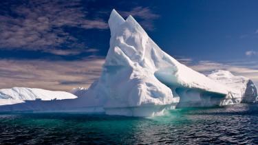 Már a Titanic előtt tornyosuló jéghegyről beszélnek