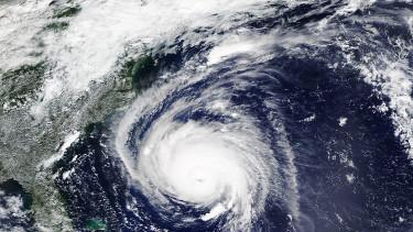 Már lerabolták a boltokat az emberek - Pusztító időjárás jön Floridában