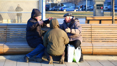 Már nem az egyedülálló nyugdíjasokat fenyegeti leginkább a szegénység