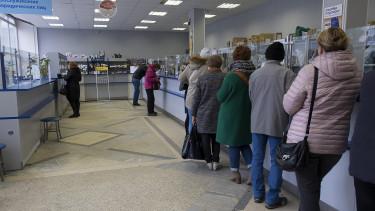 Megrohanták a magyarok a bankokat, de mi folyik itt az utóbbi hetekben?