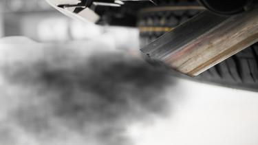 Megszavazták: radikálisan vissza kell fogni az autók szennyezését