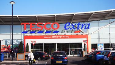 Megszólalt a Tesco a sztrájkról: mindenki megkapta a fizetését