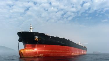 Menekülnek a befektetők az olajpiacról, szabadesésben az árfolyam