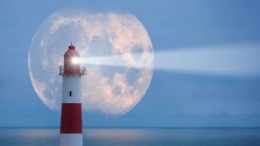 mentés kilátás hold vihar közeledik