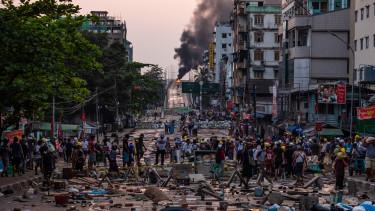 mianmar puccs utcajelenet