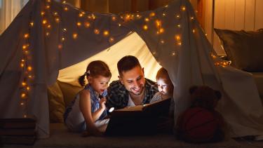 Minden nap mesét olvasol a gyerekednek? Akkor a legújabb kutatás eredményeit látnod kell!