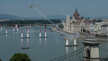 nagyobb allami szerepvallalas masszivabb felpattanas johet magyarorszagon budapest2008