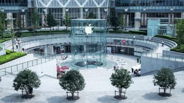 Nem tud leállni a rekorddöntéssel az Apple, mégis büntették