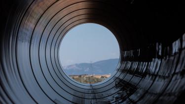 Németország belevágott a sokat vitatott gázvezeték építésébe