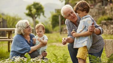 nyugdíjas nyugdíj gyermek gyerek fiatal