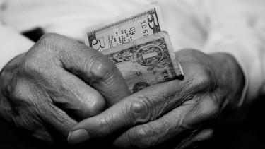 Nyugdíjba mennél 40 év után? Megint nekifutnak a népszavazásnak