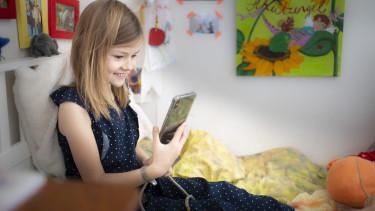 okostelefon gyermek tiltas korlatozas birsag torveny olaszorszag 210430
