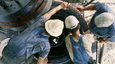 olaj munkás dolgozó nyersanyag getty stock