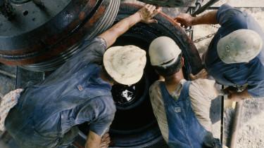 olaj nyersanyag munkás getty stock