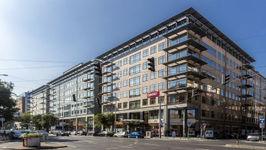 One of the largest office buildings of downtown Budapest sold