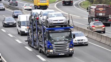 Önvezető kamionok és öntanuló algoritmusok árasztják el hamarosan az utakat