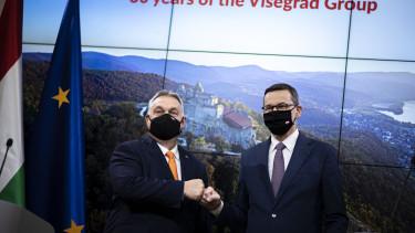 Orbán Viktor miniszterelnök (b) és Mateusz Morawiecki lengyel kormányfõ sajtótájékoztatója vétó