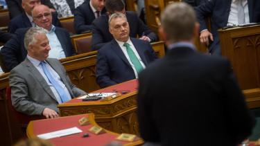 Orbán Viktor miniszterelnök (k) és Semjén Zsolt nemzetpolitikáért, egyházügyekért és nemzetiségekért felelõs miniszterelnök-helyettes (b) az Országgyûlés plenáris ülésén 2019. május 27-én.MTI/Balogh Zoltán