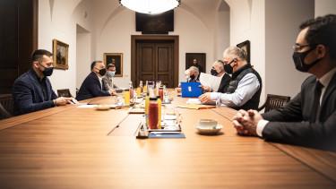 orbán viktor önkormányzatok rogán antal kósa lajos iparűzési adó