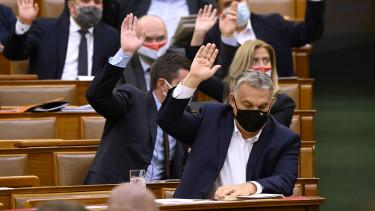 orbán viktor parlament szavaz költségvetés járvány