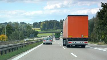 Örülhetnek a magyar cégek: megszületett a döntés a kamionkartell ügyben