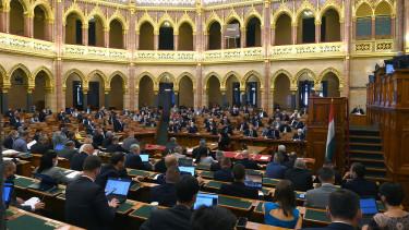 parlament adócsomag 2022