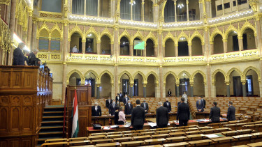 parlament rendkívüli jogrend veszélyhelyzet