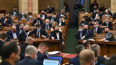 parlament szavaz orbán viktor gulyás