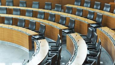 parlament_ures