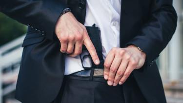 pisztoly öltöny bankrablás