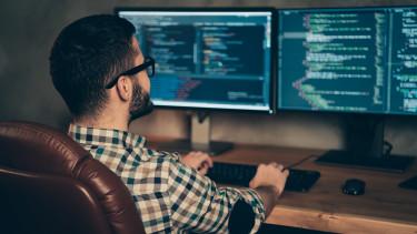 programozó informatikus it-szektor számítógép pc