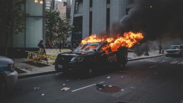 rendőrség tüntetés zavargás
