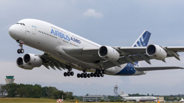 Repedésveszély a világ legnagyobb utasszállítóján: Airbus A380-as gépeket vizsgálnak át