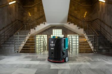 B+N, Kis-Szölgyémi Ferenc, Új robotokkal találkozhatunk a kórházakban