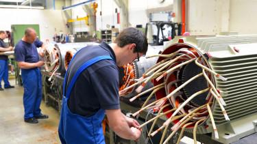 Rövidített műszakokra kényszerül a német feldolgozóipar