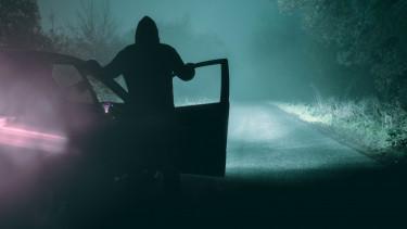 sötét út autó éjszaka