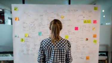 startup ötlet tábla megoldás papír iroda