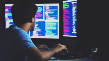 számítógép hacker programozó