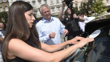 szentkirályi alexandra kaderják péter elektromos autó támogatás