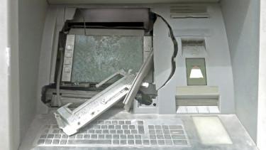 szétvert bank automata