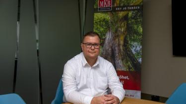 Takacs Jeno MKB Consulting cimlapkep