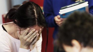 tanár iskola tanító pedagógus szomorú
