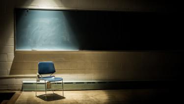 tanterem üres osztály sötét