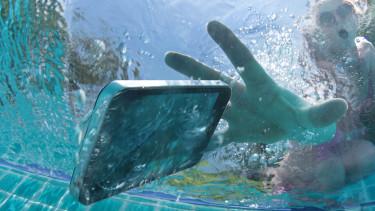 telefon vízben