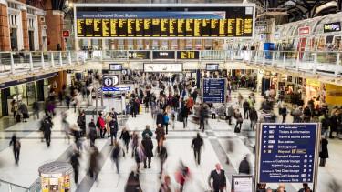 Tömegesen jönnek el a britektől a külföldi dolgozók