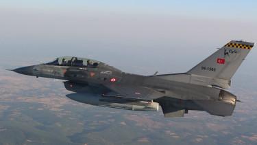 török f-16