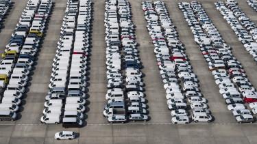 uj auto forgalomba helyezes eladas marka